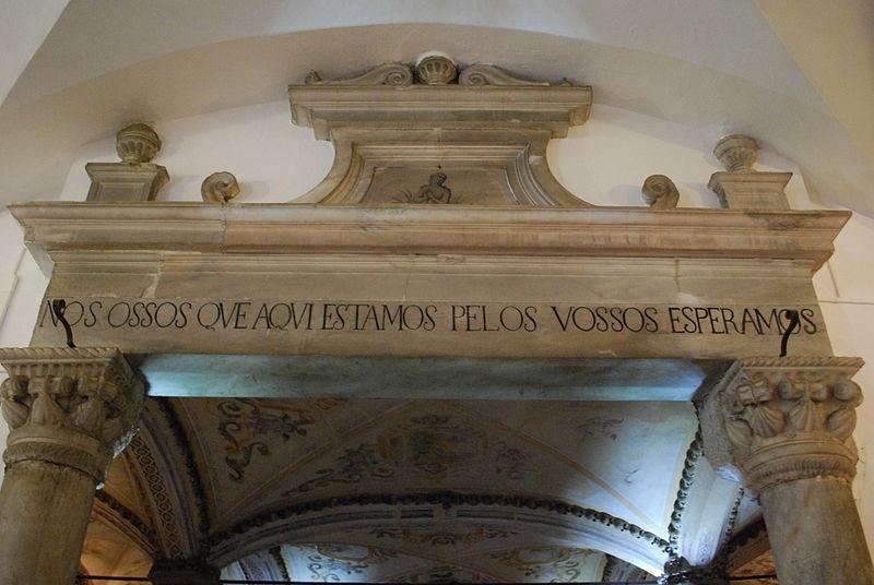 Igreja_de_São_Francisco_de_Évora_-_Entrada_da_Capela_dos_Ossos