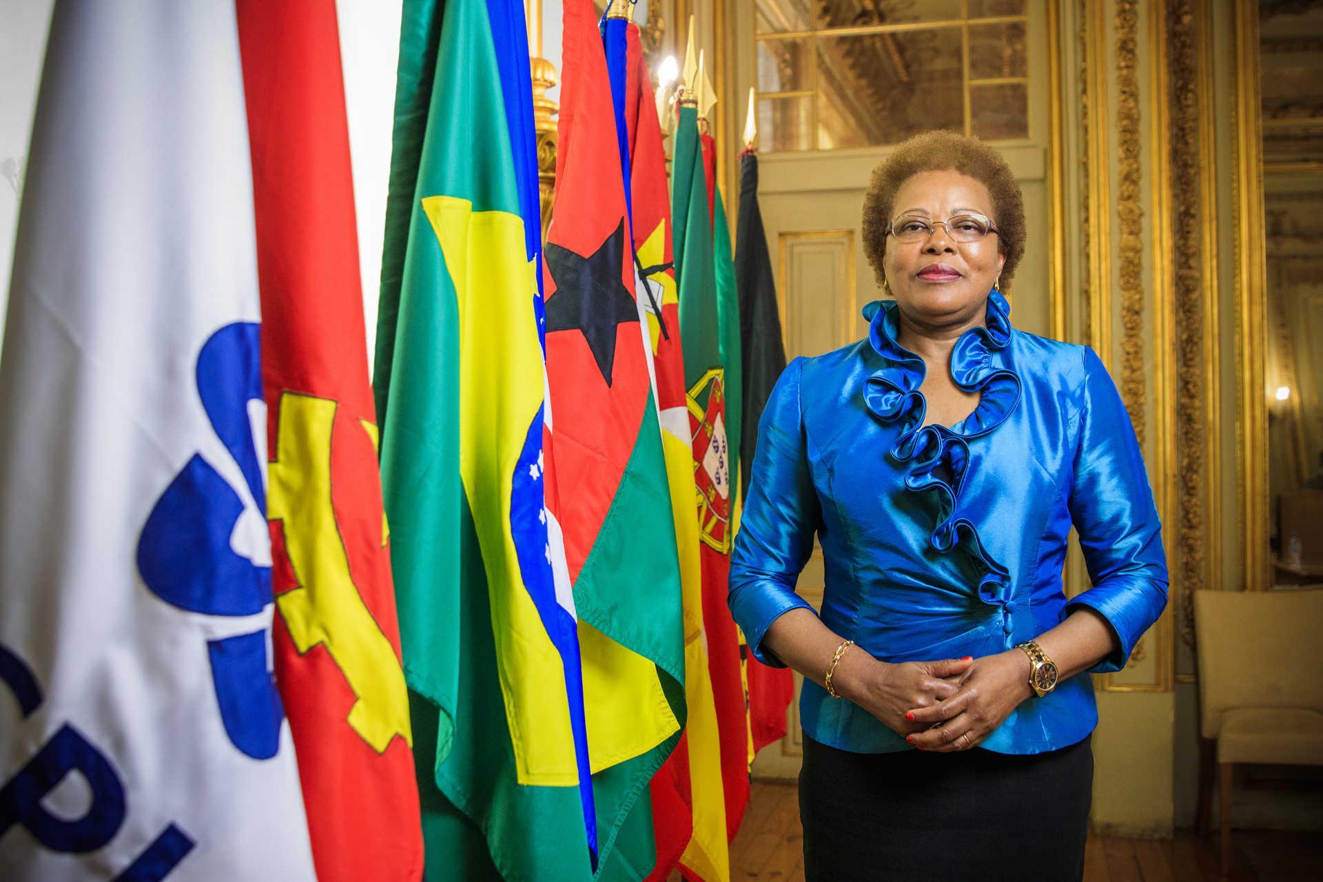 Lisboa, 11/7/2018 - Maria do Carmo Silveira posa na sede da Comunidade dos Países de Língua Portuguesa (CPLP) de que é secretária executiva. Política são-tomense, foi primeira-ministra de São Tomé e Príncipe e chega em breve ao fim do seu mandato de dois anos à frente da CPLP. (Reinaldo Rodrigues/Global Imagens)
